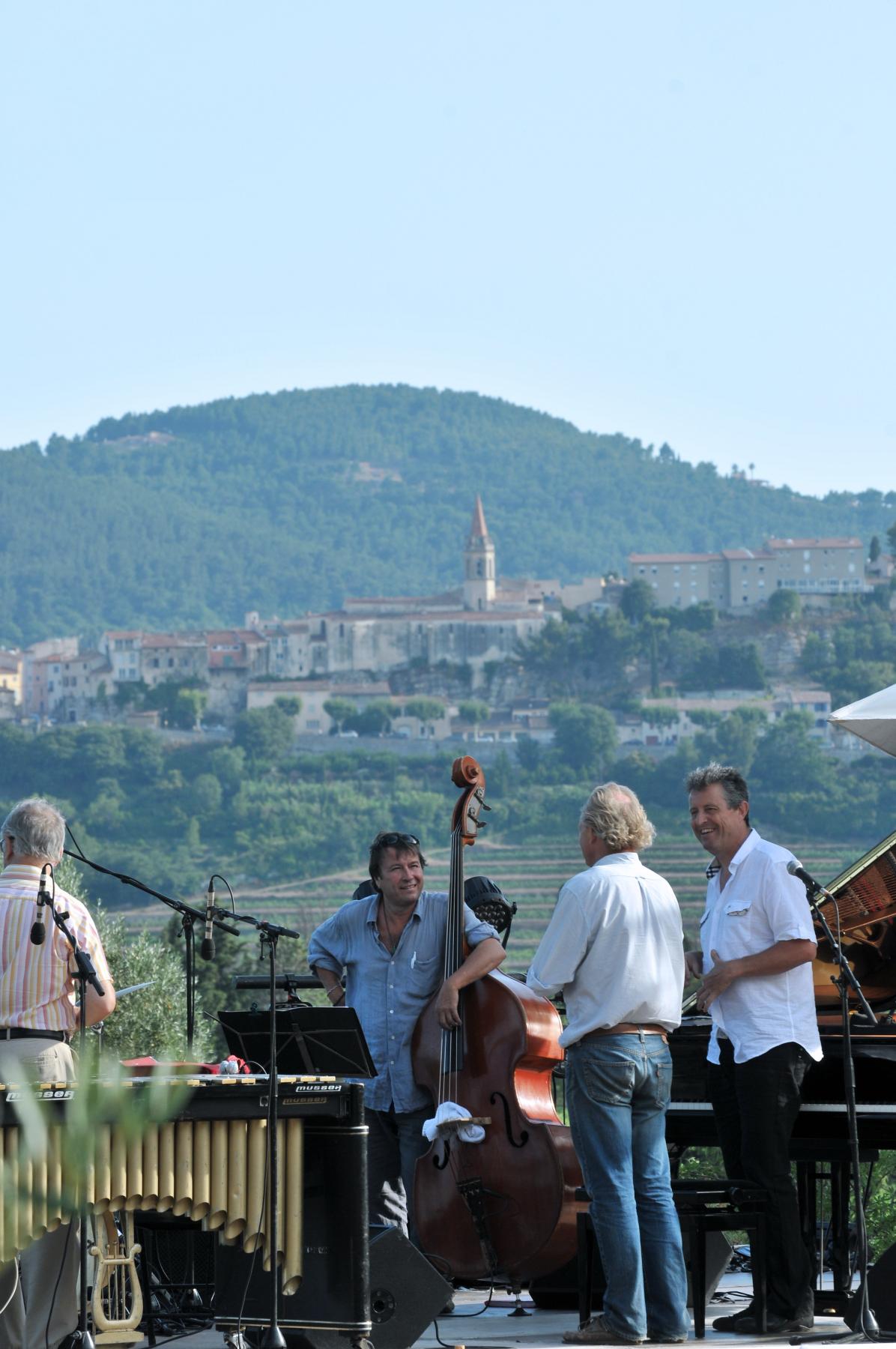 Visuel Domaine l'Olivette concert dans les vignes